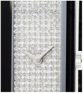 Close-up of diamonds detail on Gucci G-Frame Ladies Watch YA127509